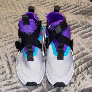 Nike Womens Air Huarache City Basketball Sneakers